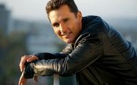 Matthew McConaughey in a black leather jacket wallpaper 2560x1440 jpg