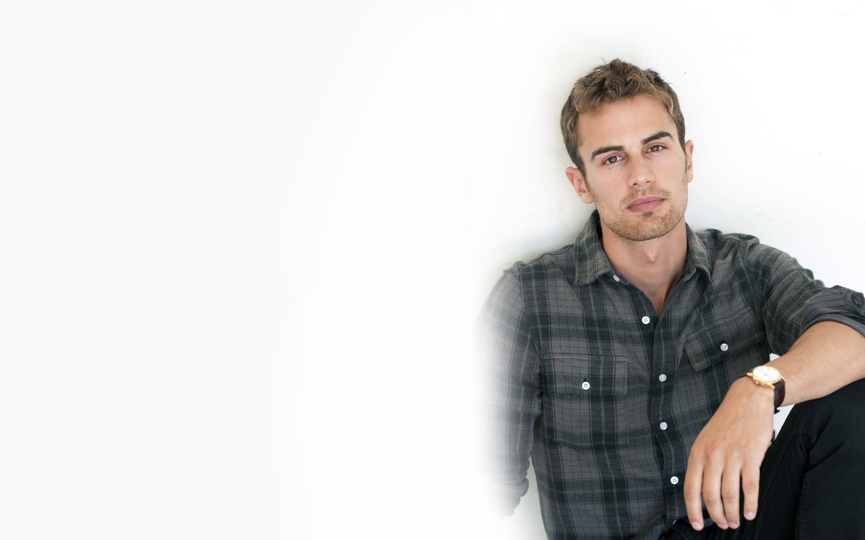 Theo James 3 Wallpaper