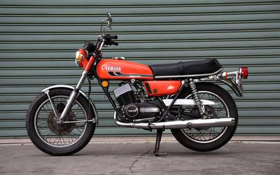 1975 Yamaha RD350 wallpaper