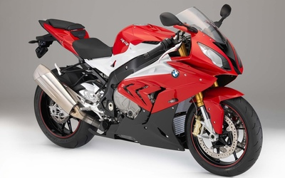 2015 red and white BMW S1000RR wallpaper