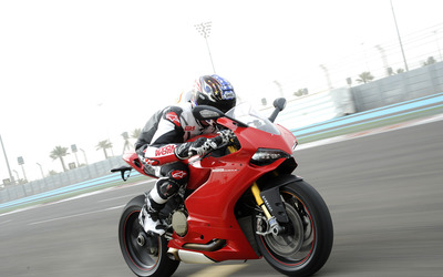 2015 Red Ducati 1199 Panigale side view wallpaper