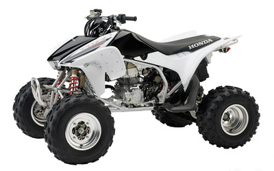 Front side view of a white Honda TRX450R wallpaper