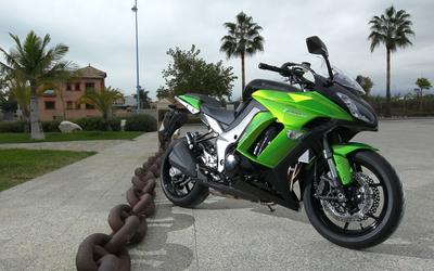 Green Kawasaki Z1000 SX front side view wallpaper