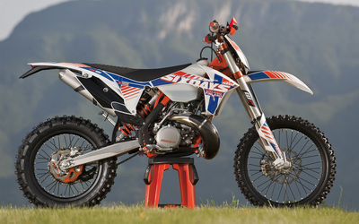 KTM 250 EXC side view wallpaper