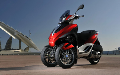 Red Piaggio MP3 front side view wallpaper