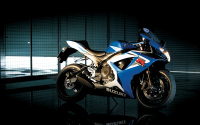 Suzuki GSX-R750 side view wallpaper