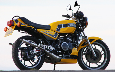 Yellow Yamaha RD350LC wallpaper