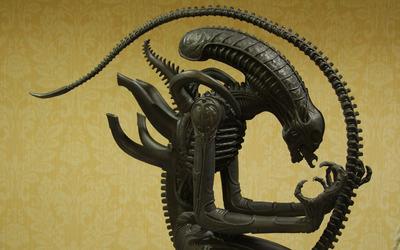 Alien statue wallpaper