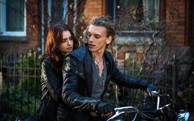 Clary and Jace - The Mortal Instruments: City of Bones [2] wallpaper