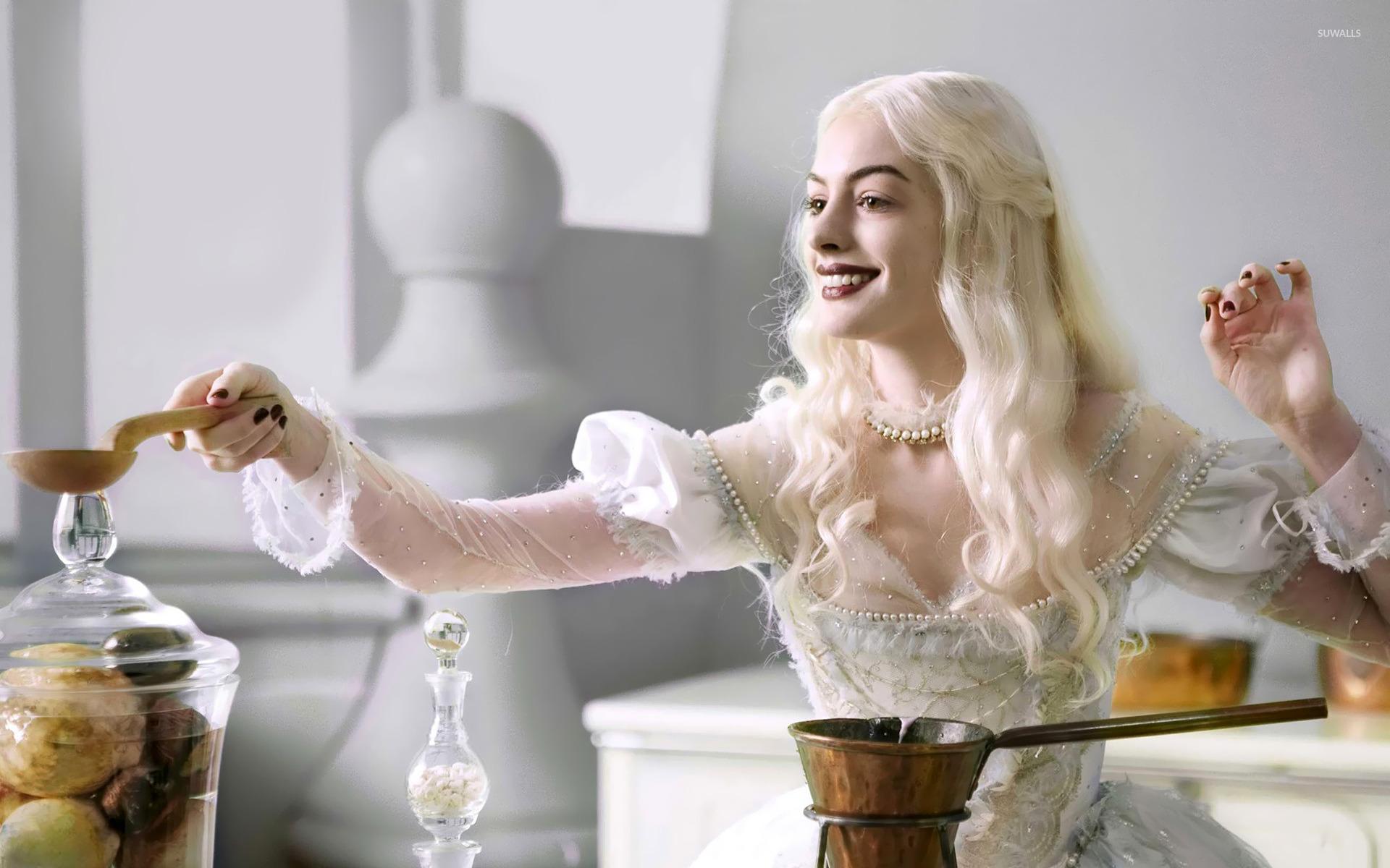 White Queen Alice In Wonderland Wallpaper Movie Wallpapers