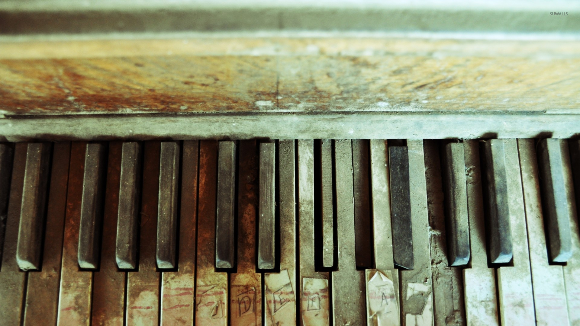 Old Piano Keys Wallpaper
