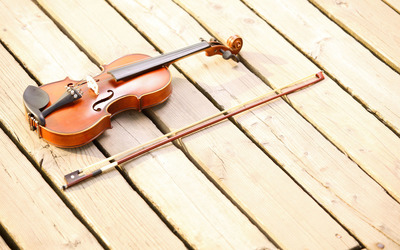 Violin on the deck wallpaper