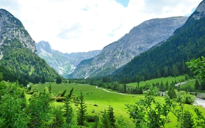 Amazing green valley in Tyrol wallpaper