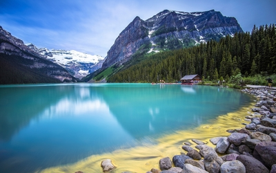 Amazing turquoise water lake guarded by rocky mountains wallpaper