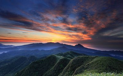 Beautiful dusk sky over the mountain range Wallpaper