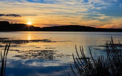 Beautiful peacefull sunset at the lake Wallpaper
