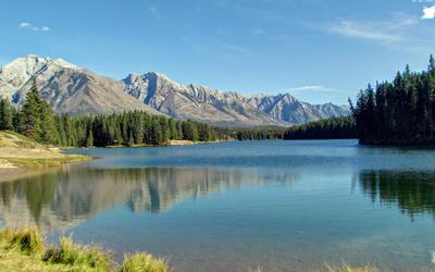 Beautiful sunny day at the lake wallpaper
