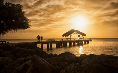 Beautiful sunset over the pier wallpaper