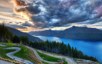 Bendy road in Queenstown, New Zealand wallpaper