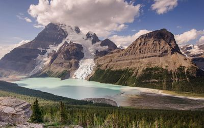 Berg glacier and Mount Robson wallpaper