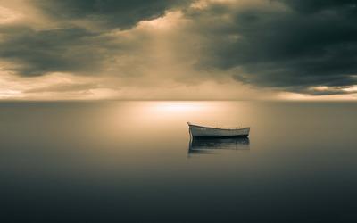 Boat on peaceful ocean wallpaper
