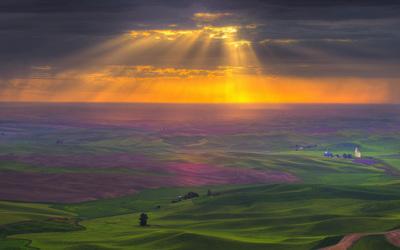 Burning sun piercing through the dark clouds wallpaper