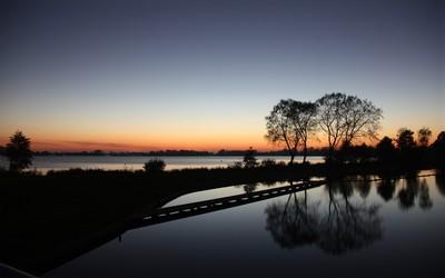 Calm lake at sunset [2] wallpaper