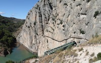 Caminito del Rey along the high cliff wallpaper 2880x1800 jpg
