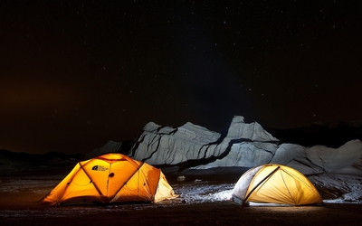 Camping under the clear sky wallpaper