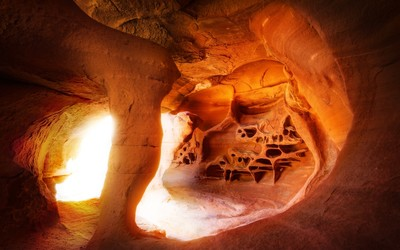 Cave in Valley of Fire State Park, Nevada wallpaper