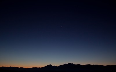 Clear night sky above the hills Wallpaper