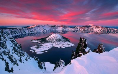 Crater lake during winter wallpaper