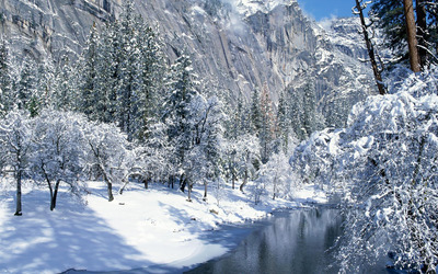 Creek in the snowy mountains wallpaper
