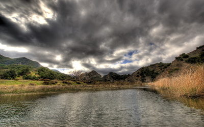 Dark clouds above the mountain lake wallpaper