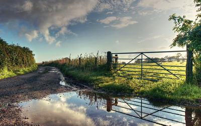 Fence near the muddy road wallpaper