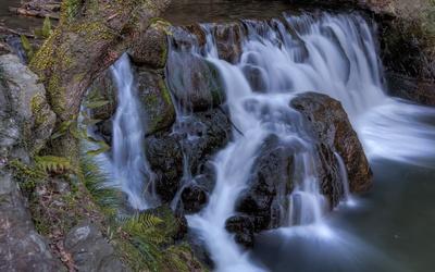 Foamy waterfall [3] wallpaper