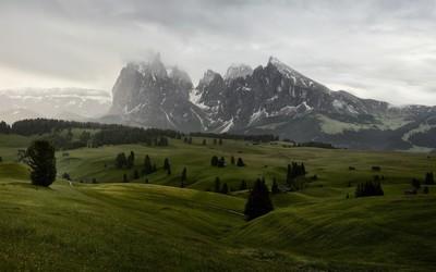 Foggy mountain peaks wallpaper