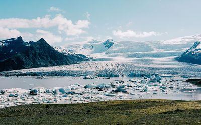 Frozen river near the glaciers wallpaper