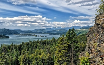 Fuzzy clouds above the Lake Coeur d'Alene wallpaper