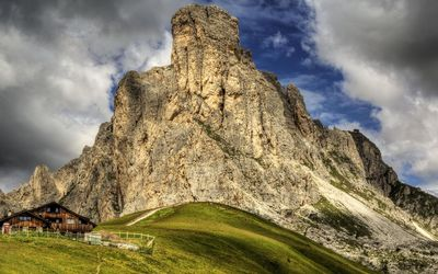 Giau Pass in the Dolomites wallpaper