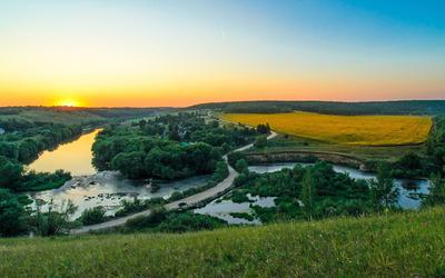Golden sunset over the river wallpaper
