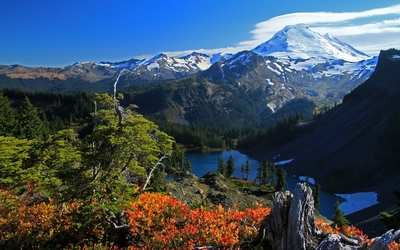 Gorgeous view of the lake from the high mountain peak wallpaper