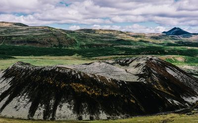 Grabrok crater, Iceland wallpaper
