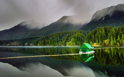 Green house on the lake wallpaper