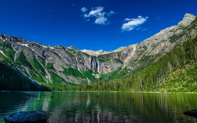 Green water of the Avalanche Lake wallpaper