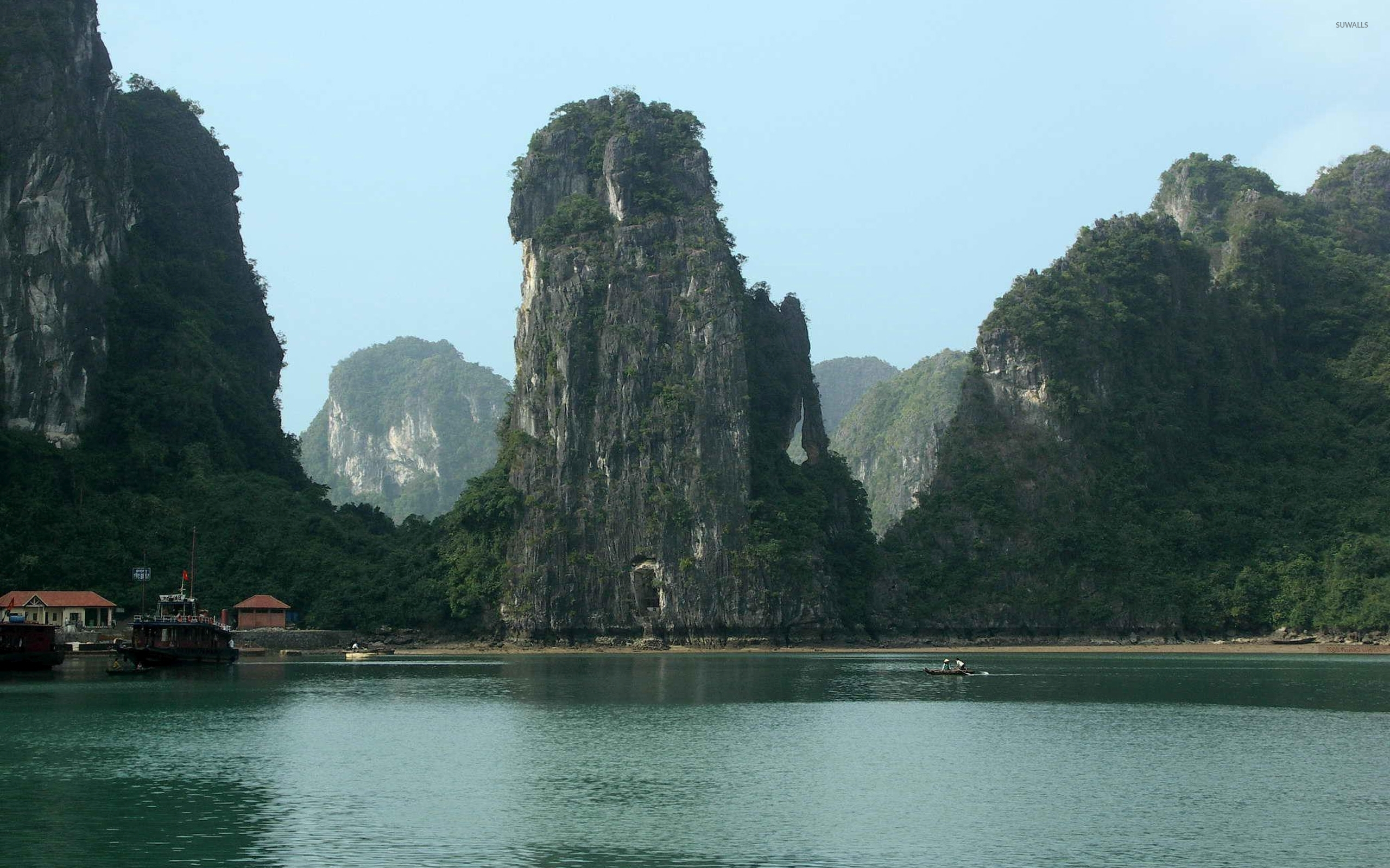 Vinh Ha Long Grotto, Vietnam скачать