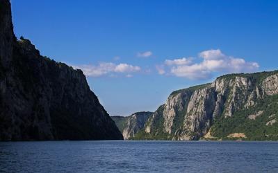 High cliffs along the Danube river wallpaper