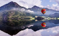 Hot air balloon over the crystal clear lake wallpaper 3840x2160 jpg