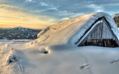 Hut in snow Wallpaper
