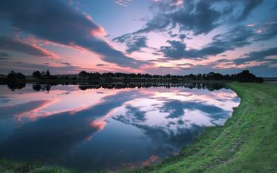 Lake at dusk Wallpaper